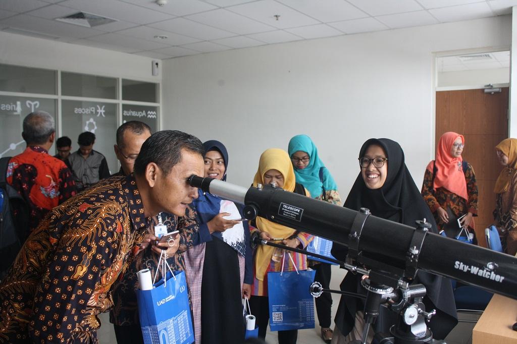 LPPM-UAD-Pamerkan-Produk-Hasil-Penelitian-13-Pusat-Studi