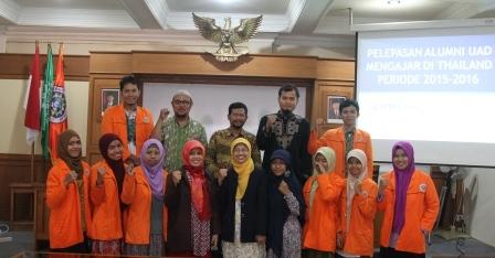 18 Alumni UAD Mengajar di Thailand bersama kepala KUI WR III dan prodi FTDI.jpg