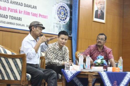 """Kontroversi Adaptasi Novel """"Ronggeng Dukuh Paruk"""" Ke Film Sang Penari"""