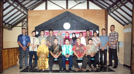Fakultas Hukum Lepas 14 Wisudawan-Wisudawati