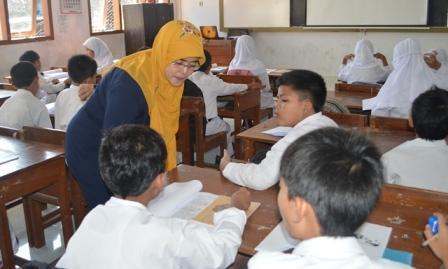Inovasi Pendidikan: Modul Pembelajaran Berprograma Diujicobakan di SD dan SMP