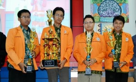 UAD  Meraih Juara Umum dalam Pentas Budaya Arab 2013 di Makasar
