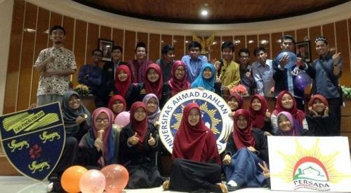 mahasiswa_uad_asal_malaysia_kembali_ke_kampung_halaman_setelah_belajar_di_uad.jpg