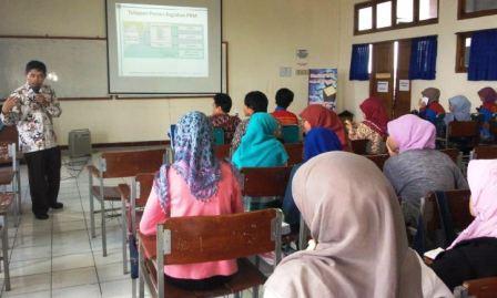 Pelatihan Penyusunan Proposal PKM 2013 oleh EDSA dan HIMA Pendidikan Matematika