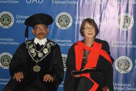 Wisuda UAD 22 Maret 2014 Hadirkan Prof Pamela Allen dari Australia