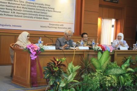 Seminar International Fakultas Psikologi: Banyak Orang Kehilangan Kebahagiaan