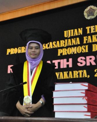 ANGKAT TEMA PEREMPUAN DALAM PUISI INDONESIA, RINA RATIH RAIH DOKTOR