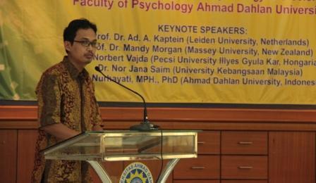 triantoro di seminar internasional Psikologi.jpg