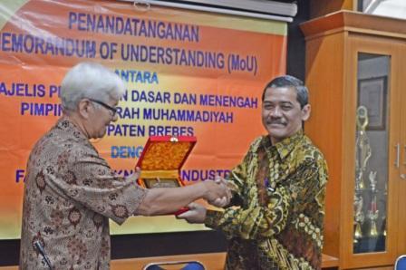 UAD Adakan Pelatihan Robotika di Sekolah Muhammadiyah Brebes.jpg