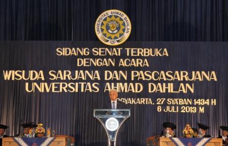 Wisuda UAD Dsambut Dr. Ir. H. M. Hatta Rajasa